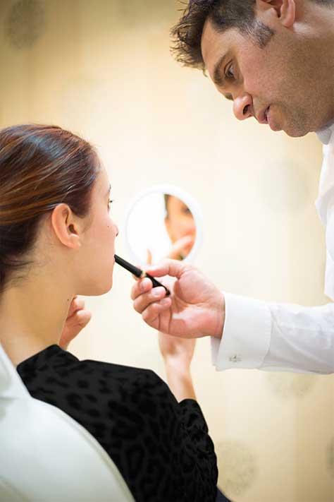 Beratungsgespräch beim Schönheitschirurg in Köln